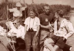 2. Krzysztof Szymański (syn kpt. Szymańskiego), Krzysztof Jaworski, Maryla Grochowska, NN, Wojciech Jacobson 1950 sepia