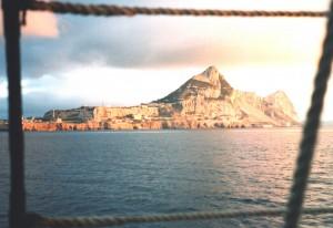 Gibraltar od strony morza o zachodzie słońca. Fot. W. Jacobson